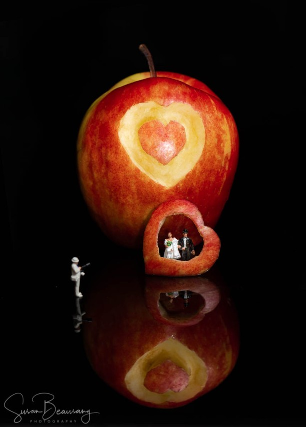 Bride and Groom, Small People Photography, Bride and Groom in apple, Apple heart